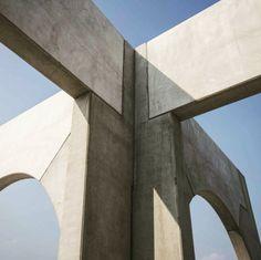 Biennale, Venice #concrete #material #architecture #outdoor #exterior #sculpture #minimal #lookup #betonbrut #venezia #giardini #italy #art #biennale #bluesky #shadow #arch #corner #edge Italy Art, Create Space, Looking Up, Portal, Minimalism, Concrete, Corner, Exterior, Sculpture