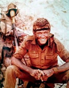 Seasoned Combat Veteran with the face of a boy. Here we see a very Paraat looking Anti-Tank Gunner taking a break while on patrol. Once Were Warriors, Troops, Soldiers, Brothers In Arms, Defence Force, Ol Days, Military Life, My Land, Special Forces