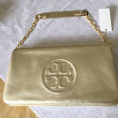 🆕Tory Burch Reva Bombe In pale Gold Leather. NWT Pretty pale gold leather shoulder bag with removeable strap to become a clutch. Flap magnetic closure with 2 separate interior zippered pockets with plenty of room for your essentials. Large double T emblem on the front. Drop handle measures: 9 inches Tory Burch Bags Shoulder Bags