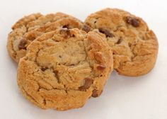 Cookies sans gluten aux cacahuètes et coco. Peanut Butter Protein Cookies, Peanut Butter Cookie Recipe, Cookie Recipes, Chocolate Chunk Cookies, Chocolate Peanut Butter, Cookies Sans Gluten, Organic Peanut Butter, Sweet Treats, Baking