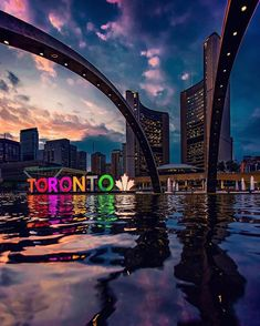A photo opp not to be missed in Toronto: Nathan Phillips Square. Located in the heart of the city at the intersection of Queen West and Bay… Toronto Canada, Toronto City, Toronto Travel, Downtown Toronto, Toronto Skyline, Canada Eh, Toronto Pictures, Canada Pictures, Wallpaper Canada