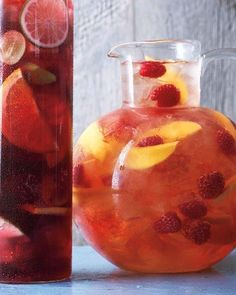 Summer Beverage: Raspberry-Mango Sangria - Martha Stewart Recipes Ingredients 1 mango, peeled, pitted, flesh thinly sliced lengthwise 1 cup raspberries 3 tablespoons raspberry liqueur 1 bottle ml) rose wine 4 cups ounces) chilled lemon-lime soda Ice Mango Sangria, Raspberry Sangria, Red Wine Sangria, Raspberry Liqueur, Peach Sangria, White Sangria, Cranberry Juice, Drink Recipes, Gastronomia