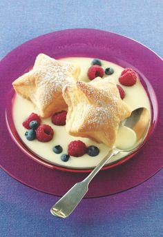Puff pastry stars in a homemade custard sauce make an easy and dazzling dessert for the Fourth of July. Summer Desserts, Just Desserts, Delicious Desserts, Dessert Recipes, Dessert Dips, Pudding Desserts, Puff Pastry Dough, Puff Pastry Recipes, Puff Pastries