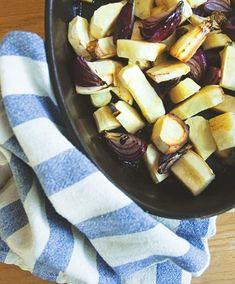 Żeby polubić pietruszkę lub seler, wcale nie trzeba ich ukrywać pod kilogramem pleśniowego sera ani zasypywać orzechami. Nie można jej też gotować ani topić w gęstym sosie. Żeby odkryć najlepsze oblicze pietruszki, trzeba ją po prost[...]