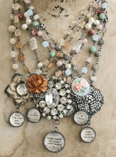 Vintage Jewelry Crafts Love these. More ideas for what to do with vintage earrings, brooches, etc. Jewelry Crafts, Jewelry Art, Vintage Jewelry, Jewelry Accessories, Handmade Jewelry, Jewelry Design, Fashion Jewelry, Vintage Earrings, Vintage Necklaces