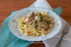 Macarrones con pollo, espárragos y champiñones a la soja