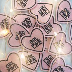 GRL PWR / Patch féministe – fer – Blush rose coeur par WildflowerandCompany sur Etsy https://www.etsy.com/fr/listing/492748320/grl-pwr-patch-feministe-fer-blush-rose