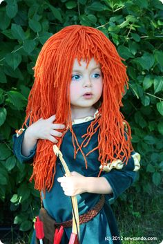 Princess Merida from Brave wig & accessories tutorials by Sew Can Do Kids Wigs, Yarn Wig, Mural Infantil, Halloween Kids, Halloween Crafts, Halloween Costumes, Kid Costumes, Fancy Dress, Merida Dress