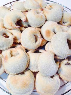 Tarallucci Wine Cookies, Biscotti Cookies, Xmas Cookies, Almond Cookies, Yummy Cookies, Chocolate Chip Cookies, Italian Cookie Recipes, Italian Cookies, Italian Desserts