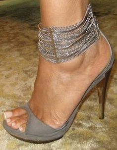 Sexy feet and nice shoes!! A MUST IN THE DIVA WORLD!