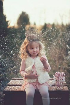 Little princess THIS is adorable! I absolutely love the playful feel of being a princess but with such innocence! Little People, Little Ones, Little Girls, Jolie Photo, Baby Kind, Beautiful Children, Little Princess, Children Photography, Cute Kids