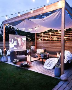 Raise your hand 🙋‍♀️ if would like to watch movies this way. Small Backyard Design, Backyard Patio Designs, Backyard Projects, Backyard Landscaping, Backyard Pools, Backyard Ideas, Backyard Bar, Backyard Renovations, Backyard Makeover