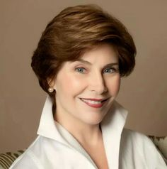 Events Former First Lady Laura Bush.Former First Lady Laura Bush. Laura Bush, Barbara Bush, Presidents Wives, American Presidents, First Lady Of Usa, American First Ladies, American Women, American History, Native American