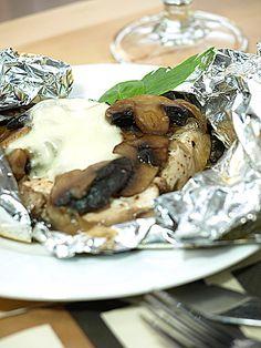 Zapakowane piersi kurczaka z pieczarkami i mozzarellą