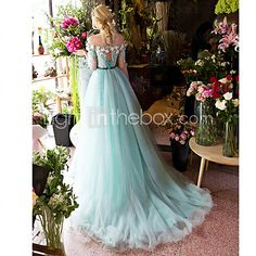 Formal Evening Dress Ball Gown Off-the-shoulder Court Train Lace / Tulle withAppliques / Beading / Crystal Detailing / Flower(s) / Lace / 2016 - $400.39
