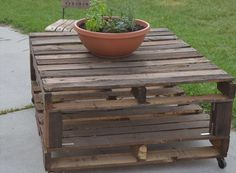Pallet Garden Table Offer Countless Purposes | Pallet Furniture DIY