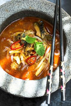Not your ordinary asam laksa! Ever tasted eel in an asam laksa? Check out this recipe. Eel Recipes, Asian Recipes, Ethnic Recipes, Laksa Recipe, Malaysian Cuisine, Heritage Recipe, Food Plus, Thai Red Curry, Korean