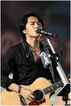 Fukuyama Masaharu holds a fan club live event + announces his annual year-end concert