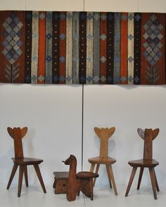 "Cepelia zydle ""Sarenka"" O.Szlekys, W.Wincze, lata 40., zydelek ""Konik"" H.Jastrzębowska, kilim ""Gładki"" M.Janowska, 1982 Handmade Art, Polish, Furniture, Home, Historia, Vitreous Enamel, Ad Home, Home Furnishings, Homes"