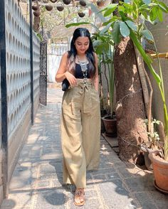 Casual College Outfits, Basic Outfits, Cute Casual Outfits, Boho Outfits, Stylish Outfits, Fashion Outfits, Casual Indian Fashion, Indian Designer Outfits, Indian Outfits