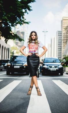 Look: Thássia Naves - T-shirt + Couro