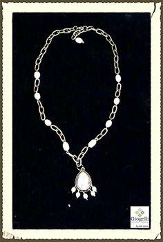"""Collar con cadena estilo """"oro viejo"""" y dije de perlas cultivas...  facebook.com/giogellimexico"""