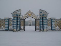 Visit the Catherine Palace, Tsarskoe Selo, Russia. Romanov Palace, House Of Romanov, Catherine La Grande, Gran Hotel Budapest, Bósnia E Herzegovina, Russian Architecture, Heavenly Places, Catherine The Great, Winter Palace
