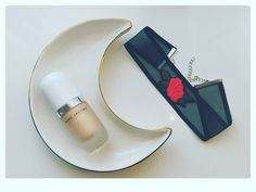 Sunday Morning 🌹 #firstoctober #autumn #detail #pimkie #chocker #rose #indiestyle #moon #pimkietray #marcjacobs #primer #instanthighlighter  #beautyroutine #faithcoco #federicacerruti #dubber #blogger