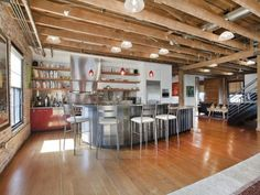 Wohnideen Küche Modern Industriell Holzbalken Backsteinwand