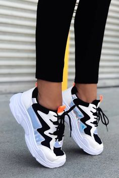 Flawless Women Sports Shoes from 27 of the Chic Women Sports Shoes collection is the most trending shoes fashion this season. This Women Sports Shoes look related to sneakers, shoes, nike and… Hype Shoes, Women's Shoes, Shoes Sneakers, Black Sneakers, Chunky Sneakers, Shoes Jordans, Chunky Shoes, Footwear Shoes, Flat Shoes