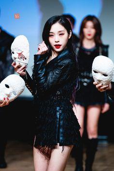 Photo album containing 29 pictures of Gahyeon Kpop Girl Groups, Korean Girl Groups, Kpop Girls, Fairy Makeup, Mermaid Makeup, Makeup Art, High Fashion Makeup, Pop Fashion, Michael Cinco