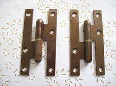 Cerniere dell'annata di Italia in ferro bronzo. per porte Antique Hinges, Antique Iron, Cast Steel, Italy Art, External Doors, Flat Head, Restoration, 1950s Art, It Cast