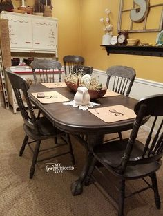 Transform your outdated double pedestal oak table and chairs with paint and a paint sprayer. Oak Table And Chairs, Dining Table Chairs, Kitchen Chairs, Kitchen Seating, Arm Chairs, Painted Oak Table, Double Pedestal Dining Table, Pedestal Tables, Dining Table Makeover