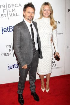 Kate Hudson Wears White For Her Premiere Night With Matthew - Kate Hudson, in a white Jenny Packham dress, posed on the red carpet with her fiancé, Matthew Bellamy, for the Tribeca Film Festival premiere of The Reluctant Fundamentalist in NYC on Mon Cute Celebrity Couples, Celebrity Gossip, Celebrity Pictures, Celebrity Crush, Celebrity News, The Reluctant Fundamentalist, Jenny Packham Dresses, Matthew Bellamy, Tribeca Film Festival