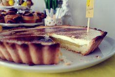 Tassenkuchen - Bäckerei: Österlicher Sweet Table: Rhabarber-Vanillecreme-Tarte