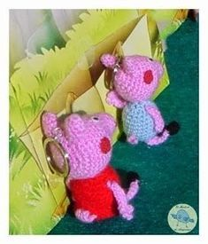 Peppa Pig y su hermano George Peppa Pig Y George, George Pig, Peppa Pig Amigurumi, Crochet Keychain, Amigurumi Patterns, Household Items, Free Pattern, Knit Crochet, Dinosaur Stuffed Animal