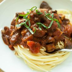 Produce On Parade - Easy Mushroom Spaghetti - This is a quick, delicious, and hearty spaghetti chock full of meaty mushrooms. The best part is this meal is ready before the pasta is even done cooking; a perfect weekday dish that's healthy and vegan! Spiced Cauliflower, Cauliflower Soup Recipes, Vegan Gluten Free, Vegan Vegetarian, Coconut Lentil Soup, Vegan Mac And Cheese, Stuffed Mushrooms, Stuffed Peppers, Bean Salad