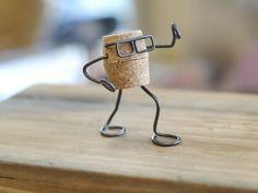 ワイヤークラフト コルクman Wine Cork Projects, Wine Cork Crafts, Bottle Crafts, Wire Crafts, Diy And Crafts, Cork Ornaments, Cork Art, Scrap Metal Art, Recycled Crafts