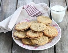 Recipe - Oatmeal & chocolate flake cookies as at Ikea in no time . Ikea, Desserts With Biscuits, Biscuit Cookies, Oatmeal Recipes, Nutella, Tea Cakes, Biscotti, Sweet Recipes, Good Food