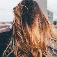 7 Winter Hair Color Trends That Are Going to Be Huge This Year Greasy Hair Hairstyles, Winter Hairstyles, Balayage Highlights, Hair Color Balayage, Ombre Hair, Oily Hair Remedies, Midnight Blue Hair, Shampooing Sec, Professional Hairstyles