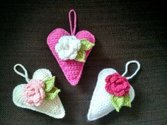 Crochet rose hearts for Preemies' moms