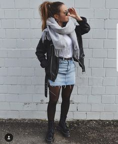 Winter Fashion Outfits 2020 – How can I look stylish in winter clothes? Casual Winter Outfits, Edgy Outfits, Winter Fashion Outfits, Mode Outfits, Look Fashion, Autumn Winter Fashion, Rock Fall Outfits, Skirt Outfits For Winter, Autumn Look