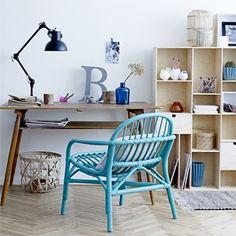 Rotan is weer helemaal in. Deze stoel heeft een mooie petrol blauwe kleur en een leuke ronde vormgeving.    De stoel ik mooi voor in de woonkamer maar kan ook prima worden gebruikt in een kinderkamer.