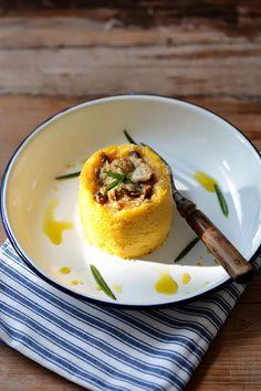 La polenta est une semoule de maïs de couleur jaune orangée. Très populaire en Italie, elle a conquis également quelques régions limitrophes...