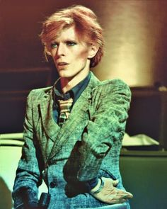 David Bowie strikes a pose. Love the blazer.