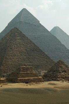 Visiting Egypt.I want to visit here one day.Please check out my website thanks. www.photopix.co.nz