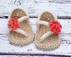 Crochet sandalias bebé patrón patrón libre por TwoGirlsPatterns