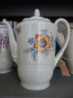 In goede staat verkerende koffiepot van Mosa Maastricht. Hoogte ongeveer 21 cm. Prijs € 17.50.
