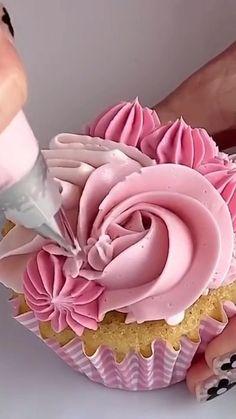 Cupcake Decorating Tips, Buttercream Cake Decorating, Creative Cake Decorating, Cupcakes Cool, Fondant Cupcakes, Cupcake Piping, Elegant Cupcakes, Beautiful Cupcakes, Super Cool Cakes