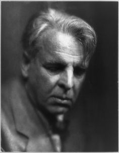"""William Butler Yeats founded the """"Rhymers' Club"""" poetry group with Ernest Rhys in 1890. WB Yeats, 1933 Permalien de l'image intégrée"""